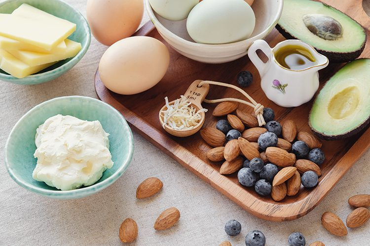 7 Reasons Experts Recommend A Low-Carb Diet To Lose Belly Fat