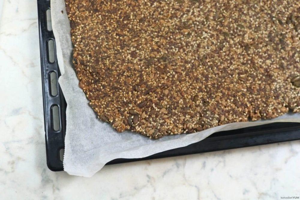 Baked keto crackers recipe