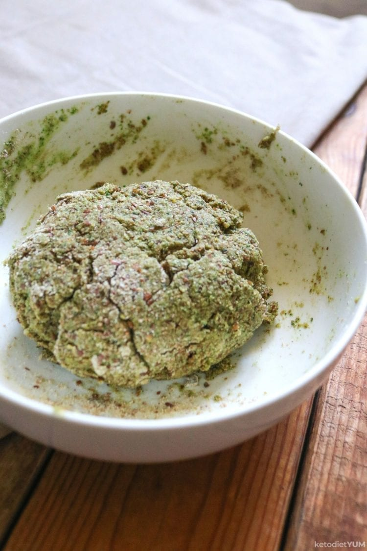 Crispy parmesan spinach crackers dough